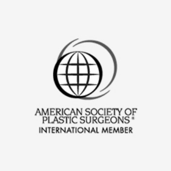 Dr. Monschizada ist Mitglied bei American Society of Plastic Surgeons